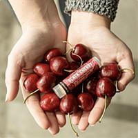 Crazy Rumors balzám na rty Black Cherry, 4,2 g